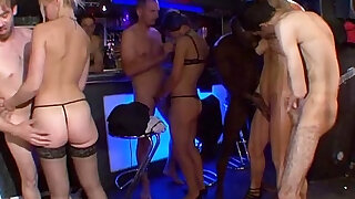 Orgy in the basement of a house! French amateur - duration 21:00