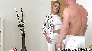 Female agent strips leggings and fucks in casting - duration 7:00