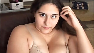 Beautiful brunette BBW has a soaking wet pussy - duration 14:00