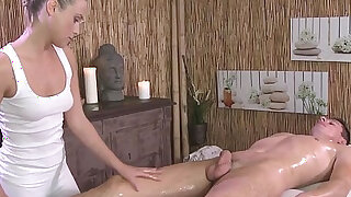 Naked guy gets massage and sex with hot blonde masseuse - duration 7:00