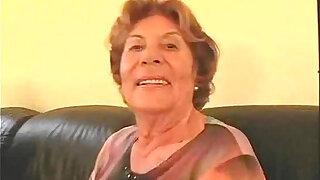 grannies - Oma mit ihrem Enkel