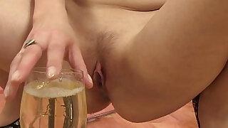 Goldenshower loving eurobabe drinks pee - duration 10:00