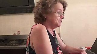 vecchia zia troia italiana chiavata da giovane - duration 10:00