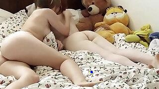 Real lesbian eats ass - duration 10:00