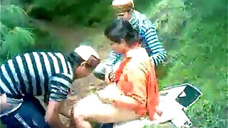himachali shy aunty fucked outdoor secretely - duration 1:38