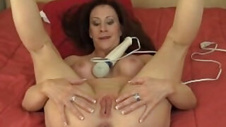 Busty amateur MILF Catherine Vibrating Her Pussy - duration 0:00