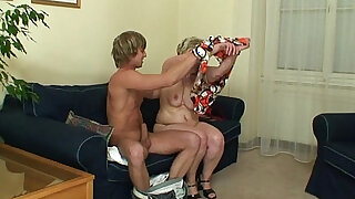 Young stud bangs 60 years old woman - duration 6:00
