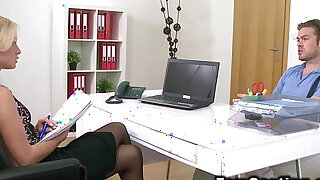 Dude licks and bangs female agent in her office - duration 7:00