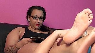 Gina the arab BBW foot smelling enjoyment - duration 0:23