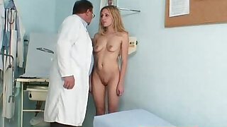 Blonde amateur Sam receives vaginal douche - duration 16:00