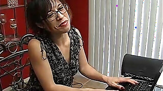 Naughty MILF loves to talk dirty - duration 10:00