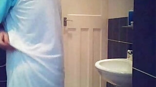 Hidden cam in bath room finally caught my cute mom nude !! - duration 1:09