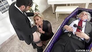 Cute blonde chick blows her husband - duration 10:21