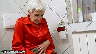 Young harem blond Granny Hungry gives hairy head - duration 5:46