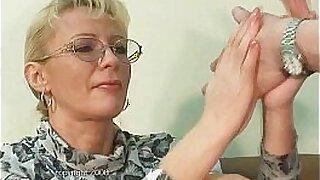 Mature slut fisting beauty throats - duration 7:02