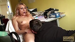 Hot chick fingering her pussy - duration 10:09